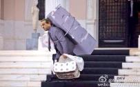 据说希腊前总理是这样离开官邸的,连厕纸都没给新总理留下。